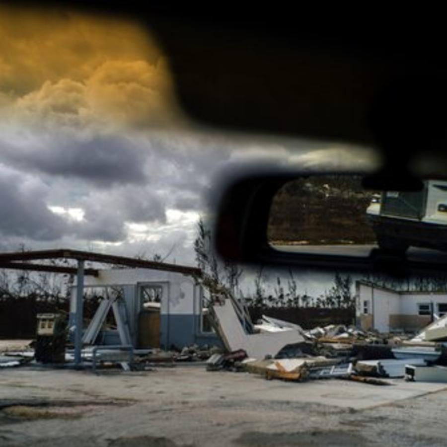 Los restos de una gasolinera de Gran Bahama destrozada por el paso del huracán Dorian, en una imagen de este viernes.