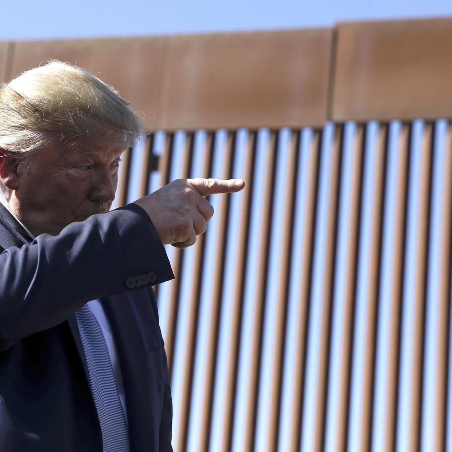 Trump, el miércoles visitando el muro fronterizo en Otay Mesa, California.