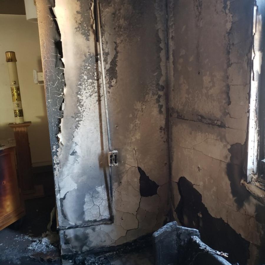 Desperfectos en la iglesia de San Judas, templo católico de El Paso, Texas, que sufrió un incendió el pasado junio.