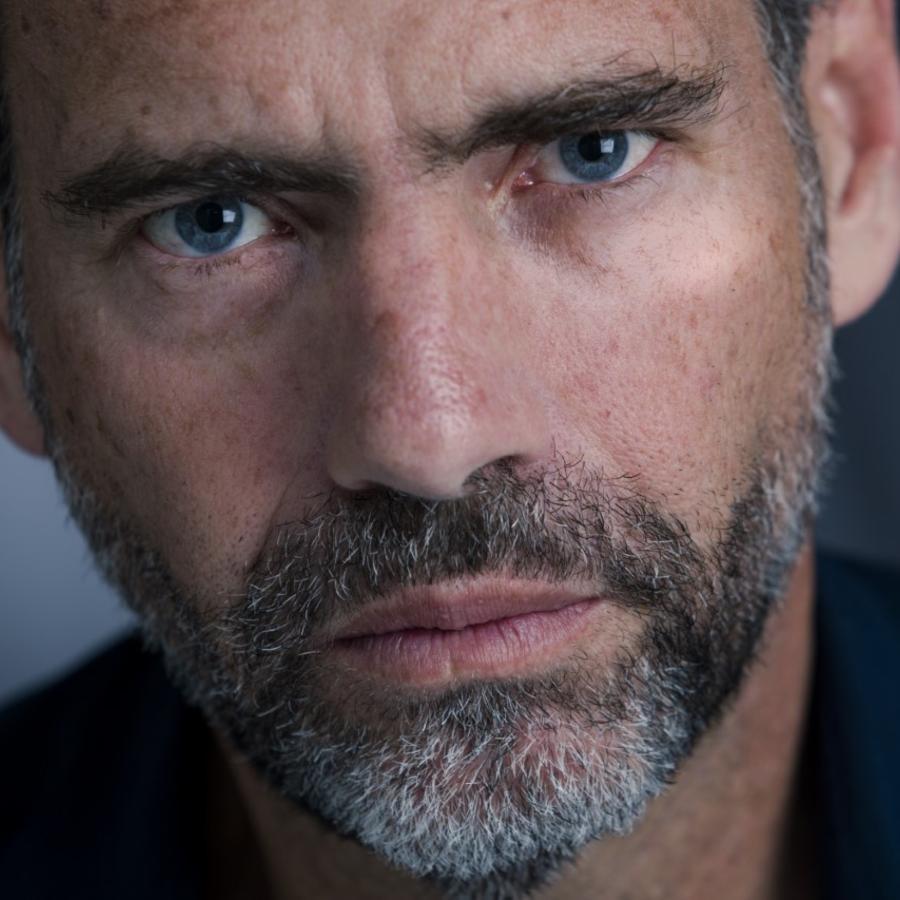 """El actor venezolano, Francisco Denis, interpreta el papel de funcionario de alto rango del gobierno venezolano en la segunda temporada de la serie """"Jack Ryan"""", que se estrenará el próximo 1 de noviembre."""