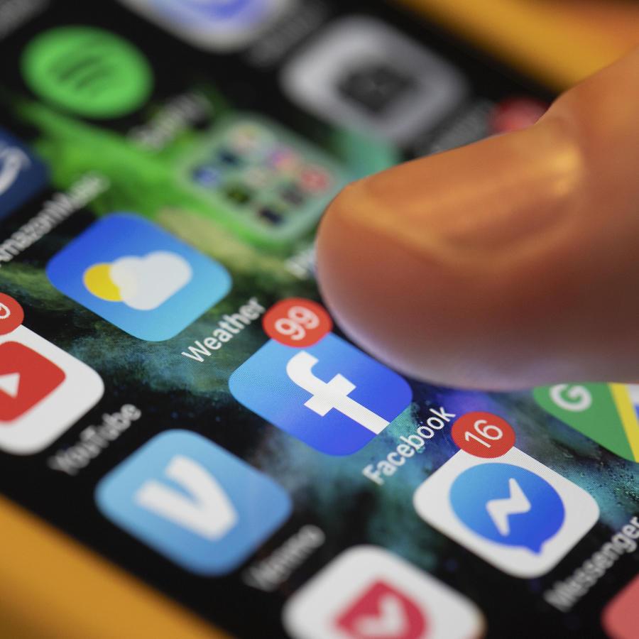 Imagen de archivo de aplicaciones de redes sociales en un teléfono celular.