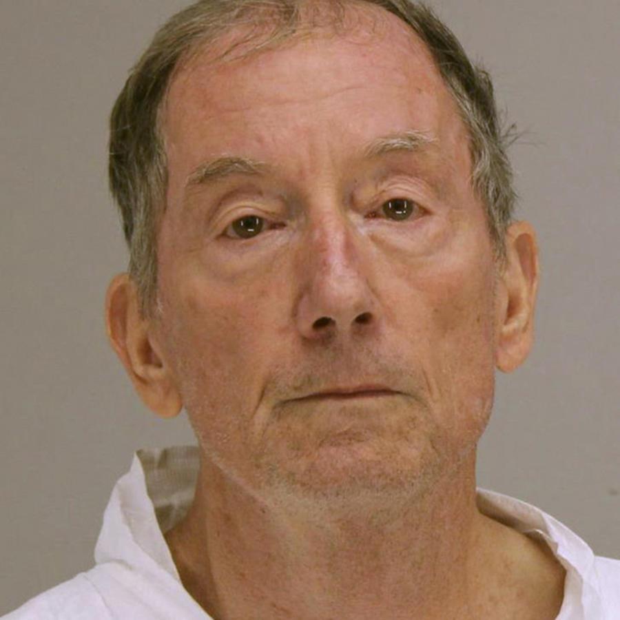 James Michael Meyer, 72, de Dallas, acusado del asesinato de un hombre en las afueras de su casa.