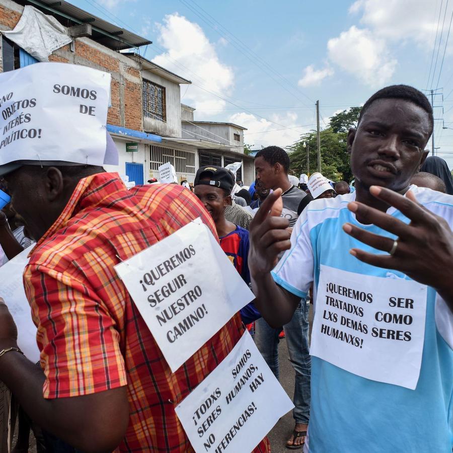 Protesta de migrantes africanos exigiendo visas para seguir su camino hacia Estados Unidos desde Tapachula el 30 de agosto.