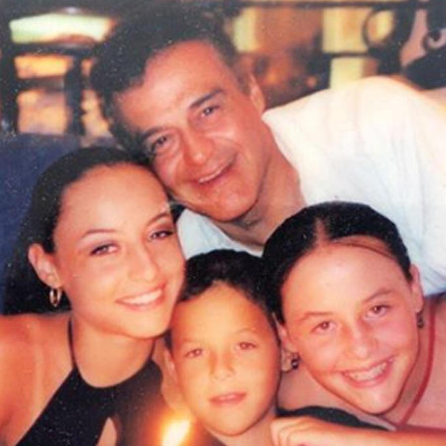Gonzalo Vega con sus hijos