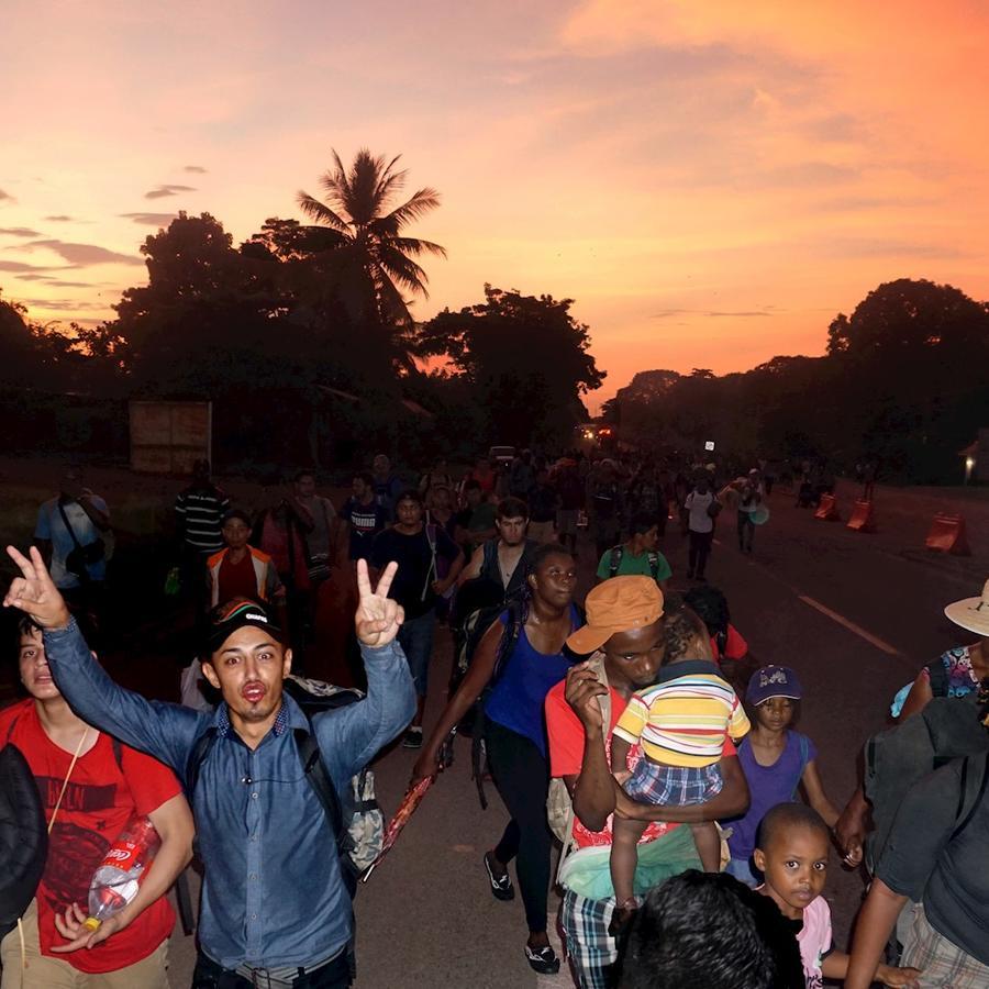 Migrantes de distinto origen marchan este sábado en el sur de México hacia el norte del país.