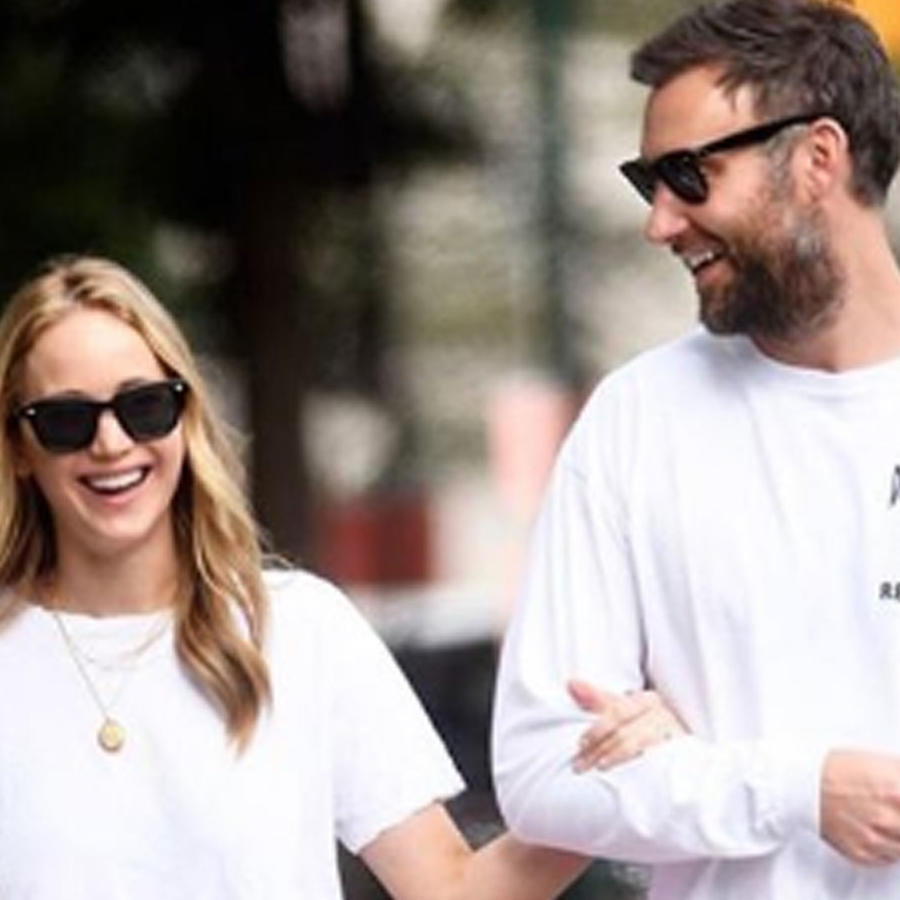 Jennifer Lawrence y Cooke Maroney caminando