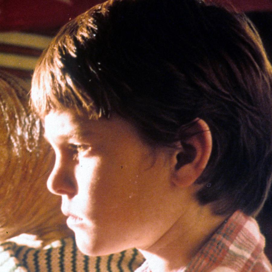 "Henry Thomas como Elliott en ""E.T. the Extra-Terrestrial"""