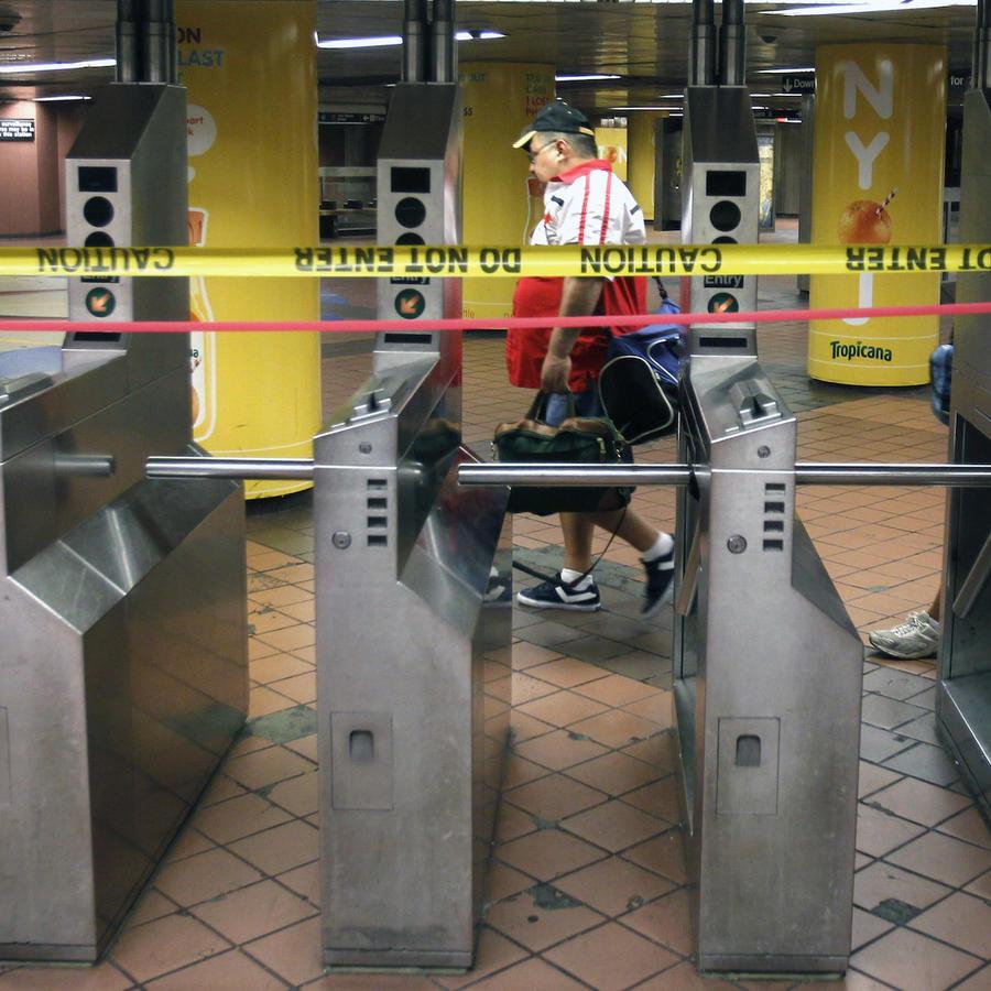 Imagen de archivo de un cordón policial en una estación de subte de la ciudad de Nueva York.
