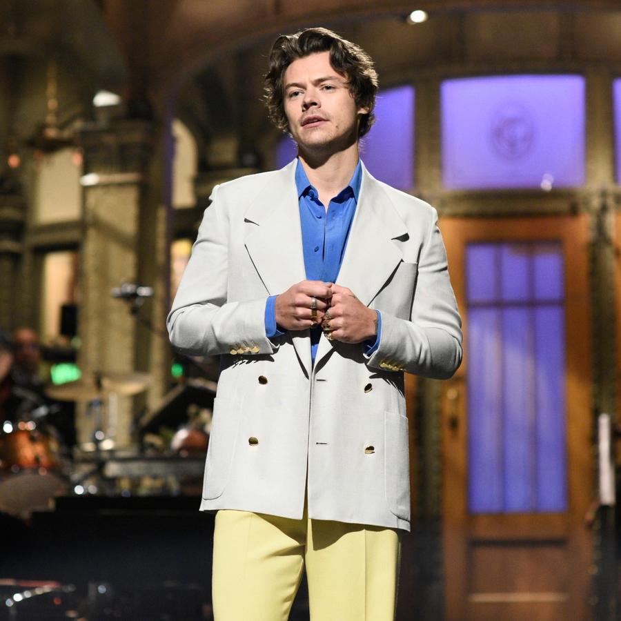 Harry Styles hosts Saturday Night Live