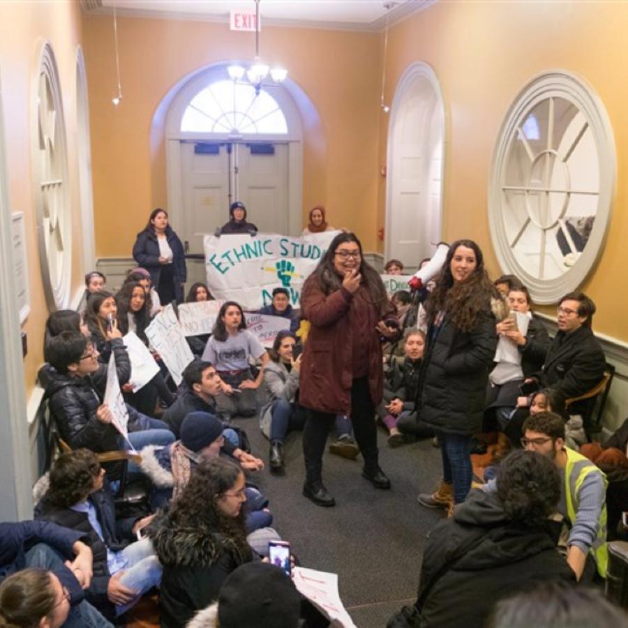 Protesta de los estudiantes de Harvard que le piden a la universidad que establezca un departamento oficial de Estudios Étnicos.