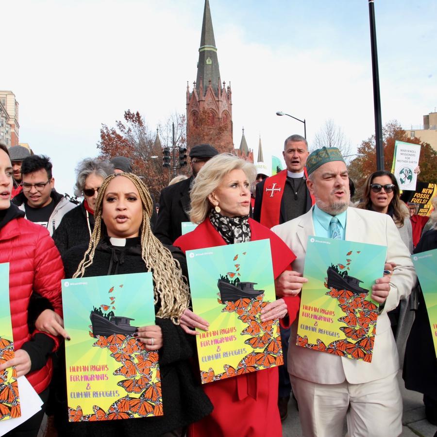 La actriz Jane Fonda acompaña a centenares de activistas en protestas semanales en Washington contra el cambio climático