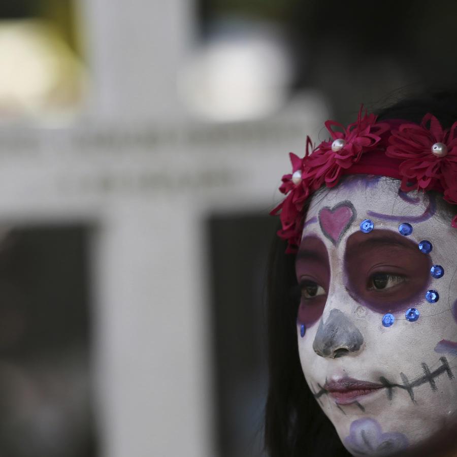 Imagen de archivo de un cementerio mexicano el Día de los Muertos.