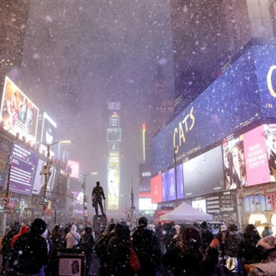 Turbonada de nieve en Times Square, Nueva York, el 18 de diciembre/AP