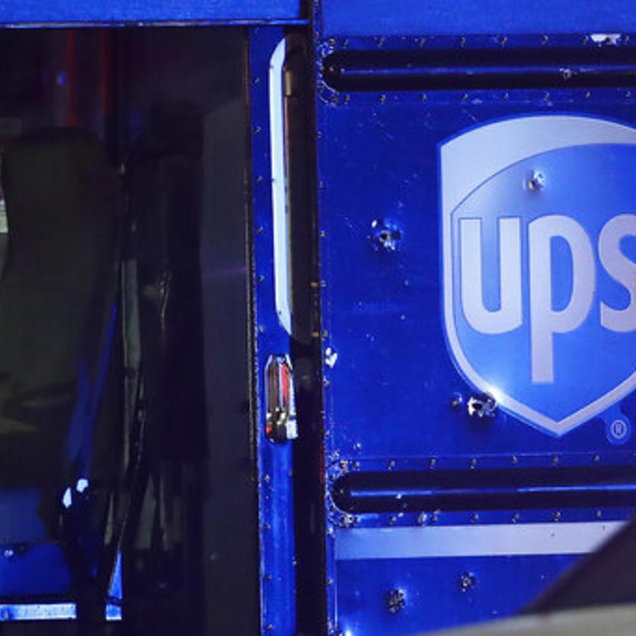 Una imagen del camión de UPS alcanzado por las balas durante el tiroteo del pasado 5 de diciembre.