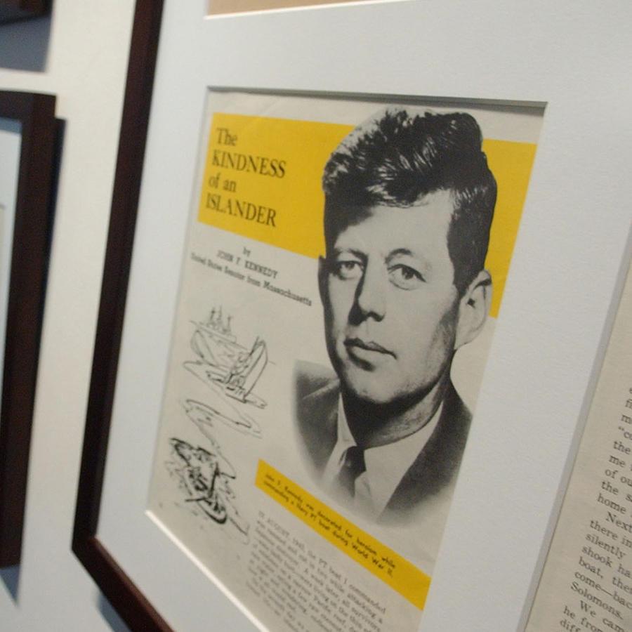 Notas originales de John F. Kennedy expuestas en la Librería y Museo Presidencial en Boston.