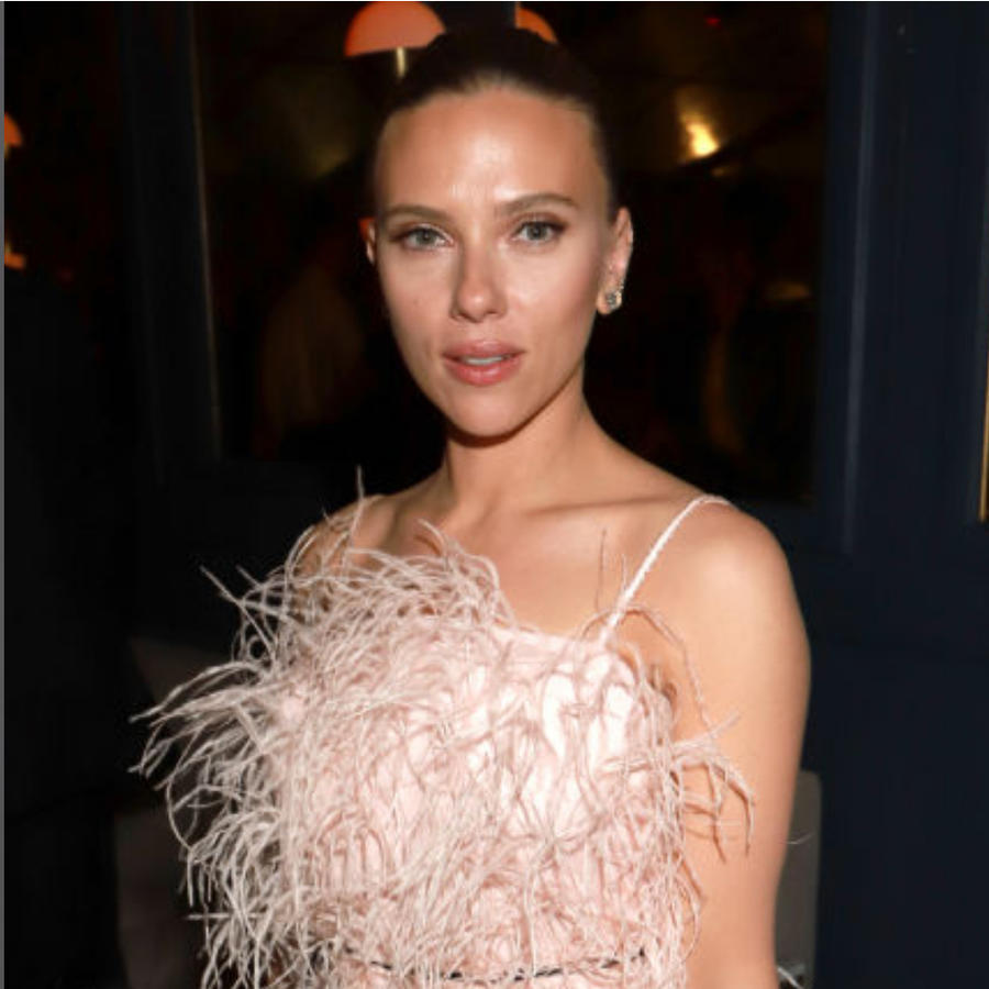 Scarlett Johansson y Hailey Bieber en la after-party de los Golden Globes 2020