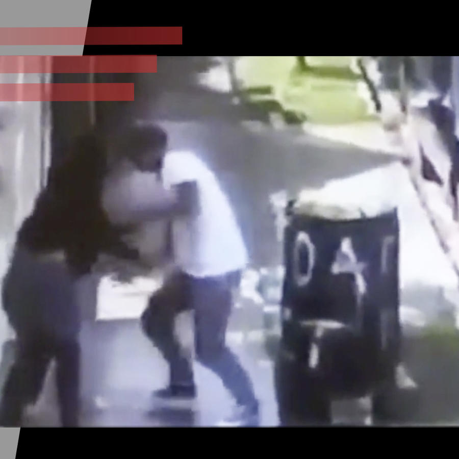 Mujer agarra a golpes a ladrón