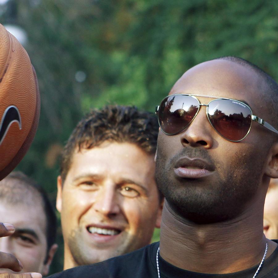Kobe Bryant en una foto de 2011, cuando viajó a Milan, Italia.