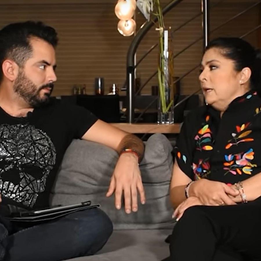 José Eduardo Derbez con su mamá