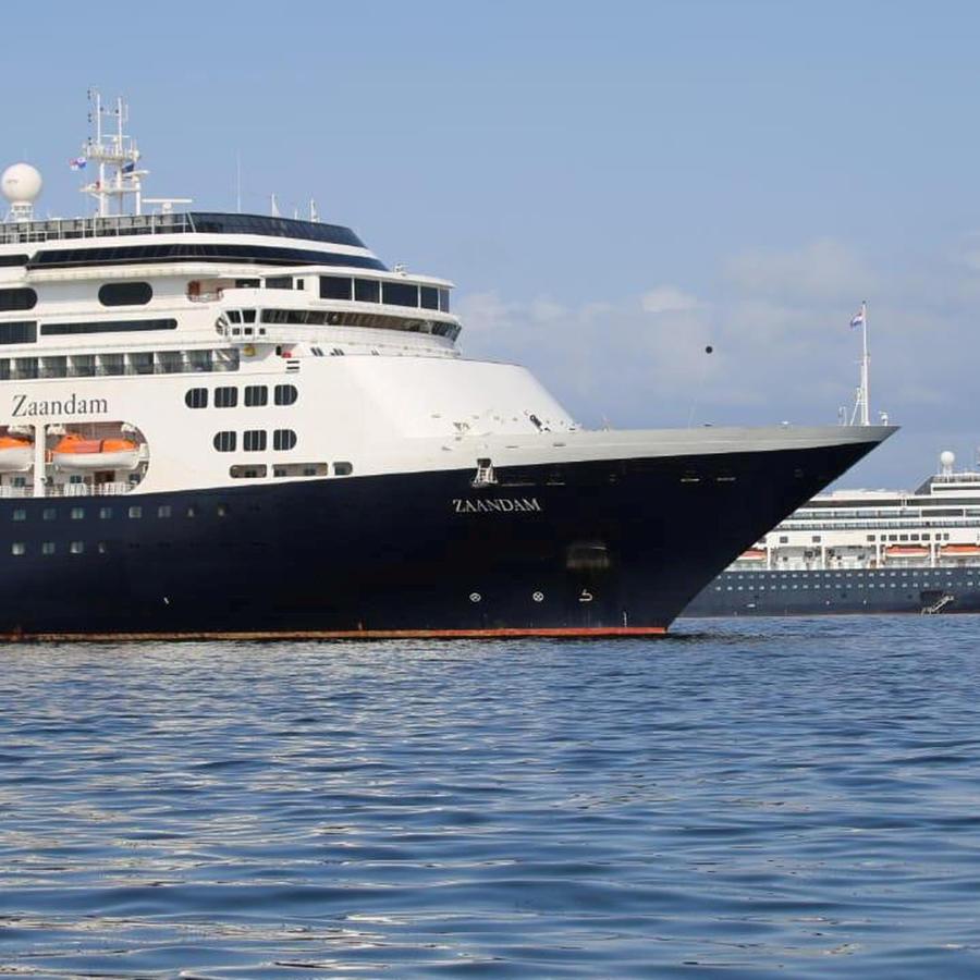 Crucero  Zaandam varado en las costas de Fort Lauderdale de la naviera Holland America.