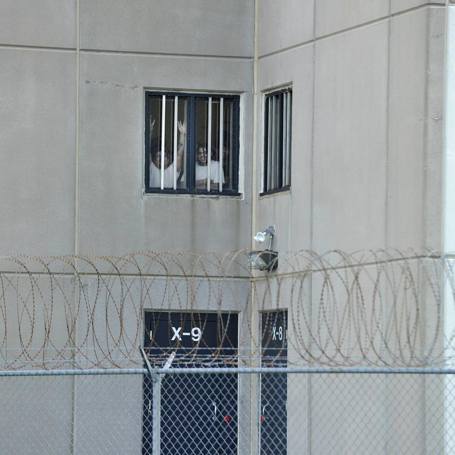 Inmigrantes detenidos por ICE