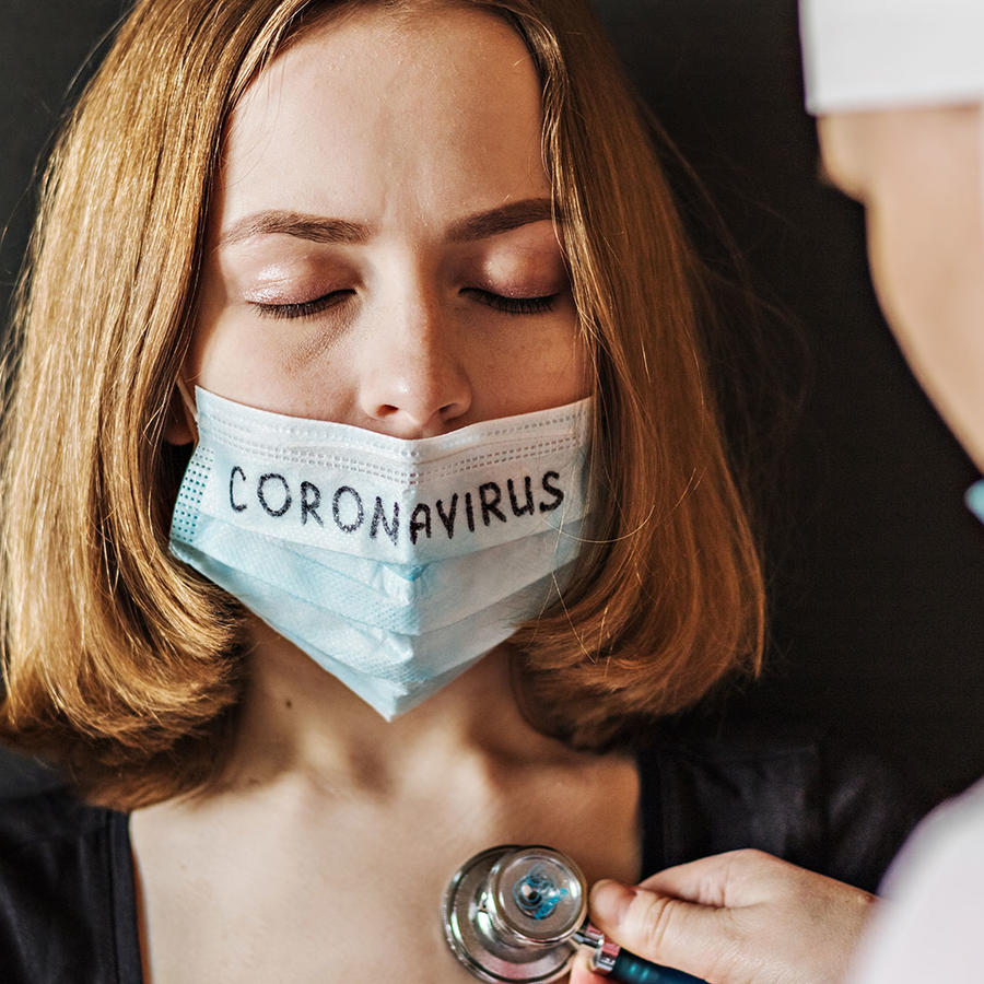Mujer con coronavirus