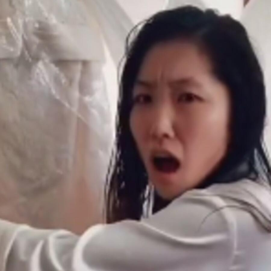 Jane Lu descubre el vestido de su mamá, el día de su boda