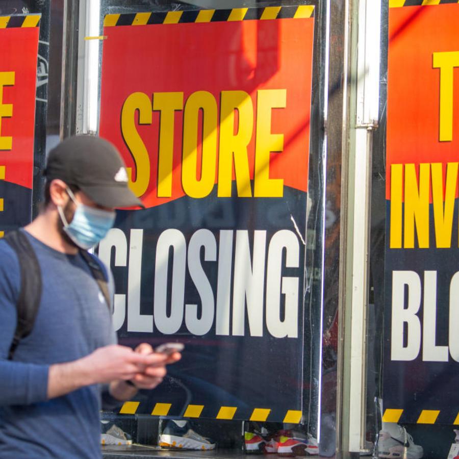 Tienda con anuncio de bancarrota en Nueva York