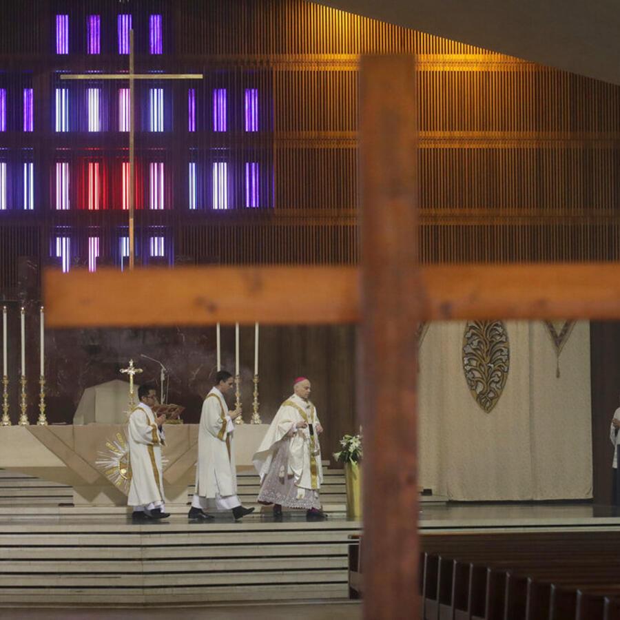 El arzobispoSalvatore Cordileone en la Catedral de Santa María en San Francisco,California.