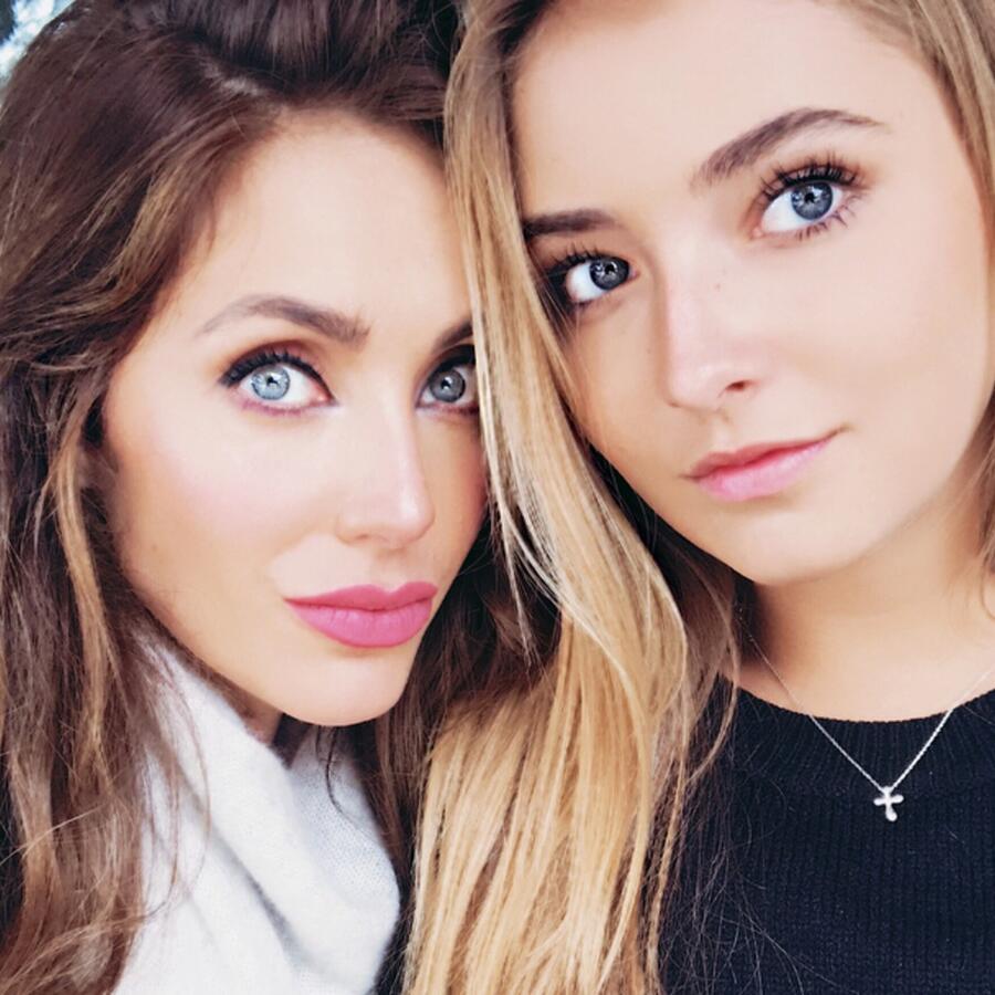 Anahí y sobrina