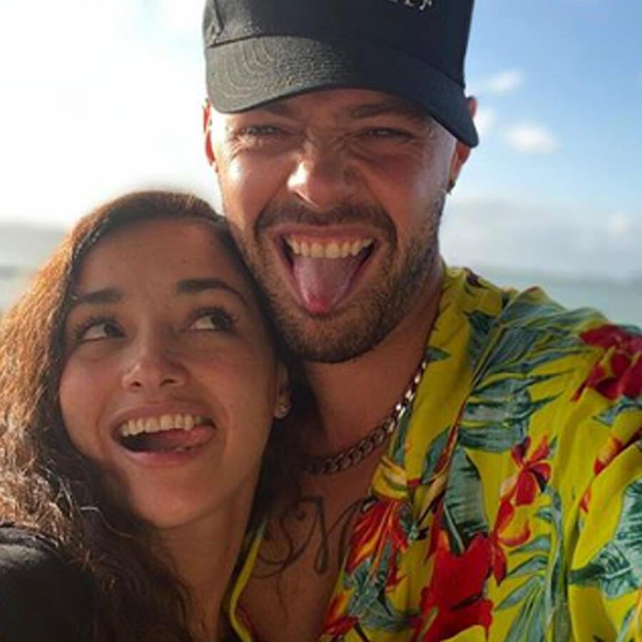 Jesse Huerta y su esposa posando felices