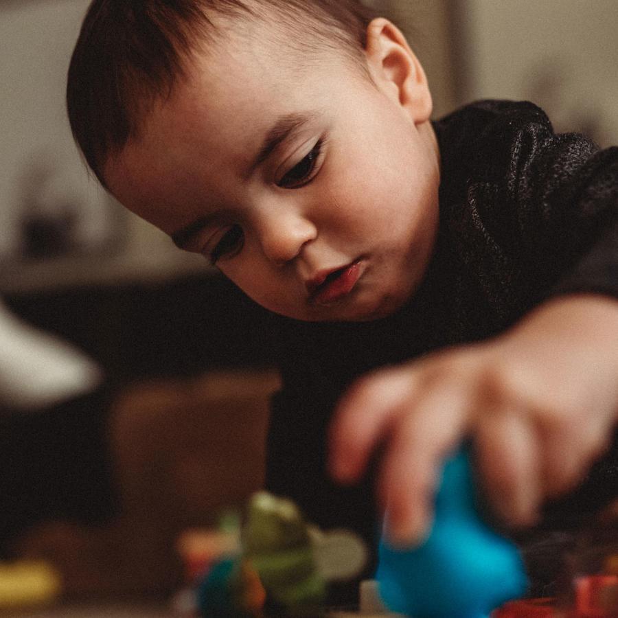 Bebé aprendiendo