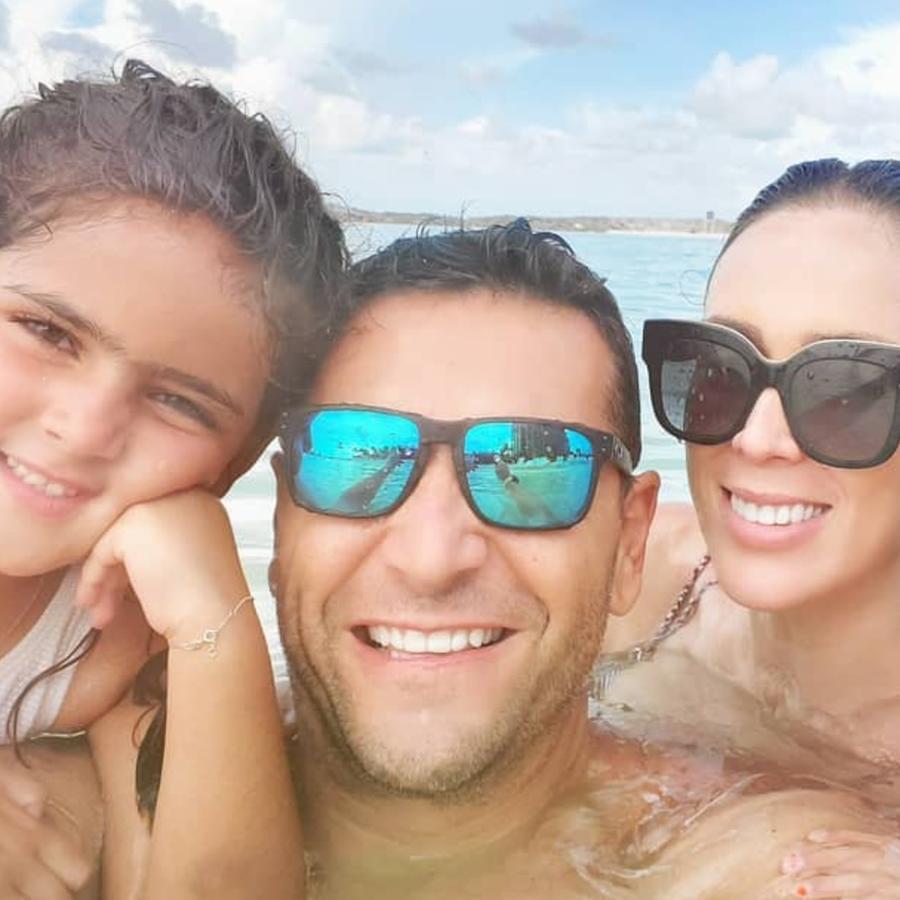 Jacky Bracamontes y su familia