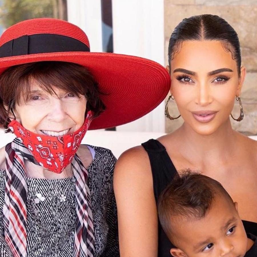 Kim Kardashian con su abuela MJ y sus hijos