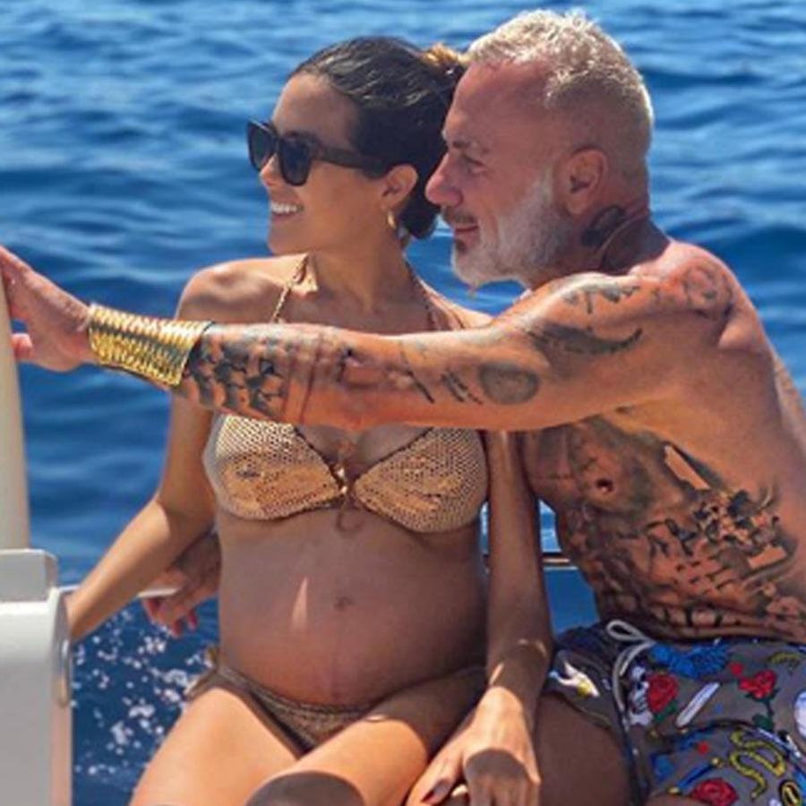 Gianluca Vacchi y su pareja, Sharon Fonseca, en el mar