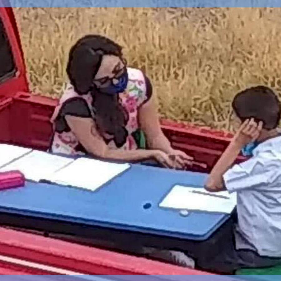 Maestra adapta camioneta para enseñar a alumnos