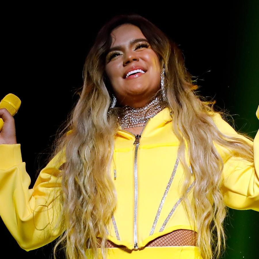 Karol G cantando en Calibash 2020