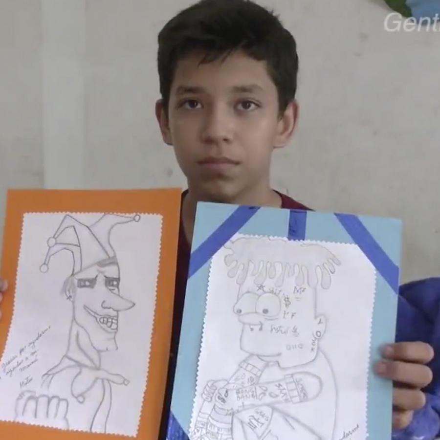 Niño vende dibujos
