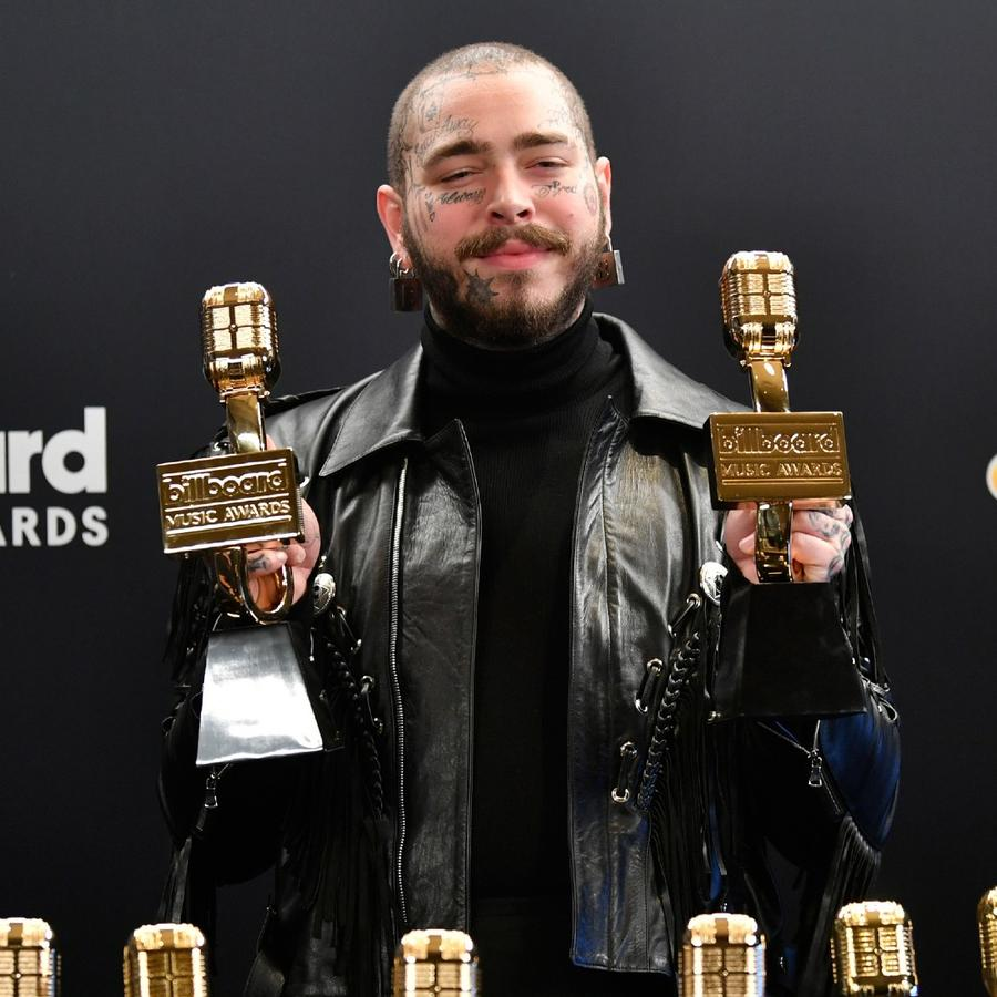 Post Malone en el backstage de los Billboard Music Awards 2020