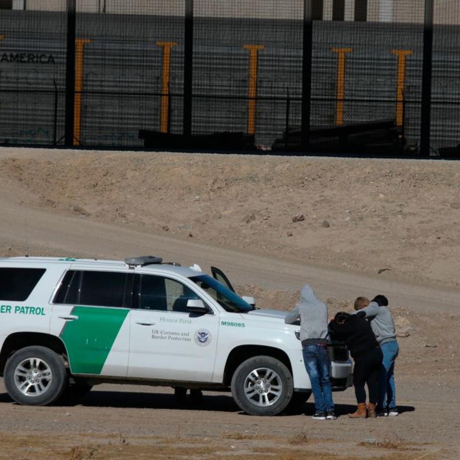 Migrantes detenidos por la Patrulla Fronteriza en El Paso, Texas, a principios de este mes.