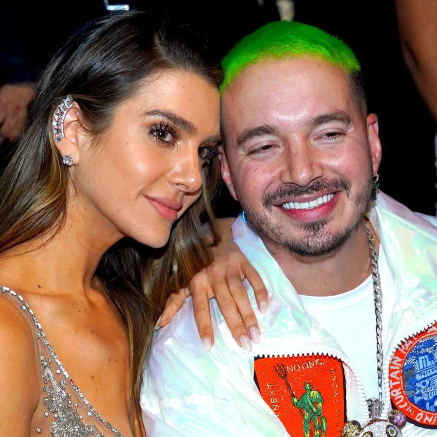 J Balvin y Valentina Ferrer en los Latin GRAMMY 2018 en Las Vegas, Nevada.