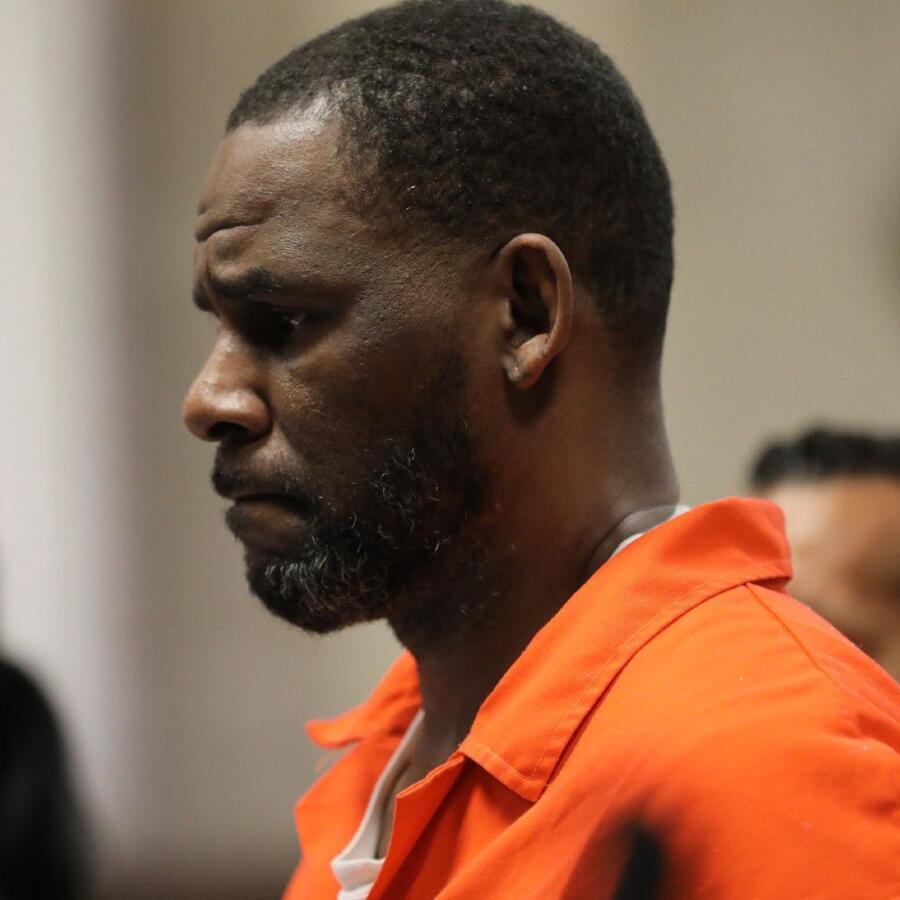 R. Kelly en una audiencia en el Palacio de Justicia Penal de Leighton el 17 de septiembre de 2019.