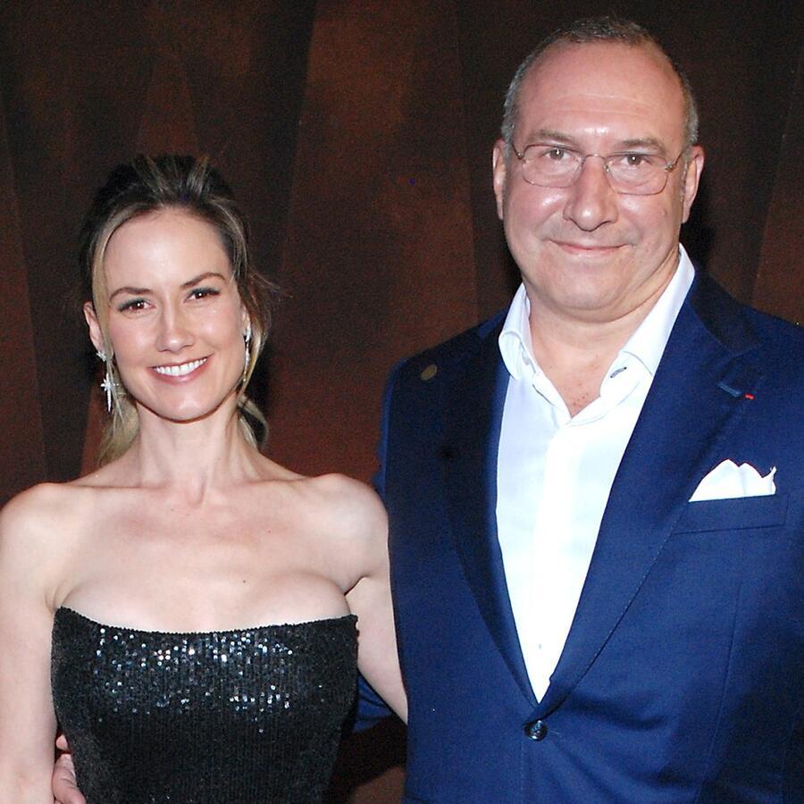 Altair Jarabo con su esposo Frédéric García en la alfombra roja de un concierto de Alejandro Fernández, agosto 2021.