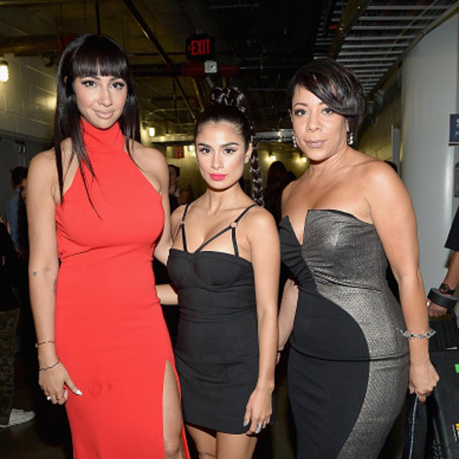 Actrices de Orange is the New Black detrás de cámaras en el iHeartRadio Fiesta Latina