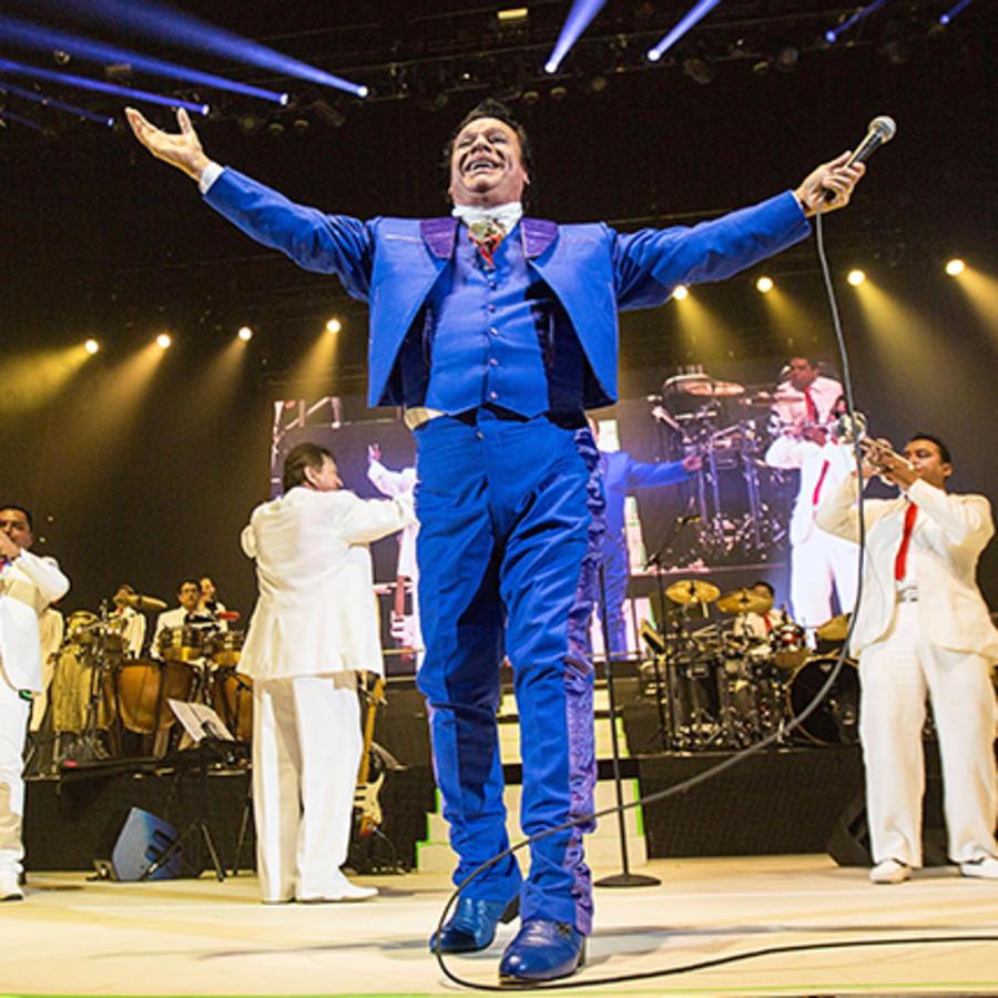 Juan Gabriel se presenta en Viejas Arena en su Volver Tour