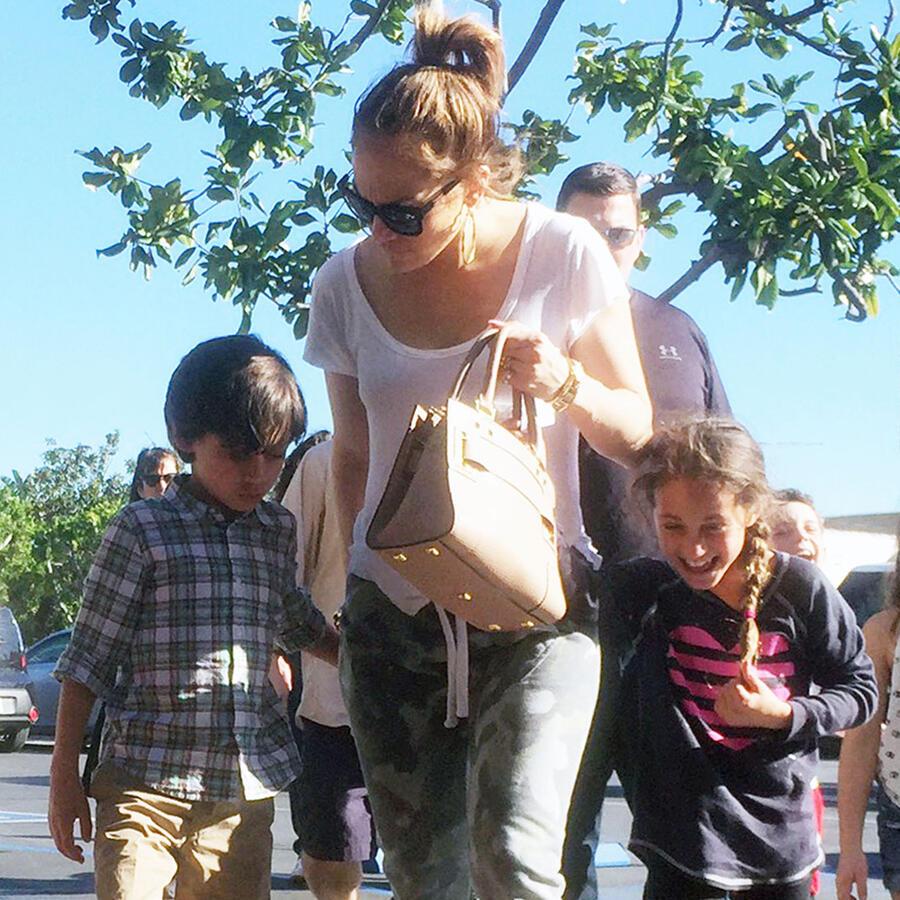 Jennifer Lopez fue de compras con Emme y Max en California