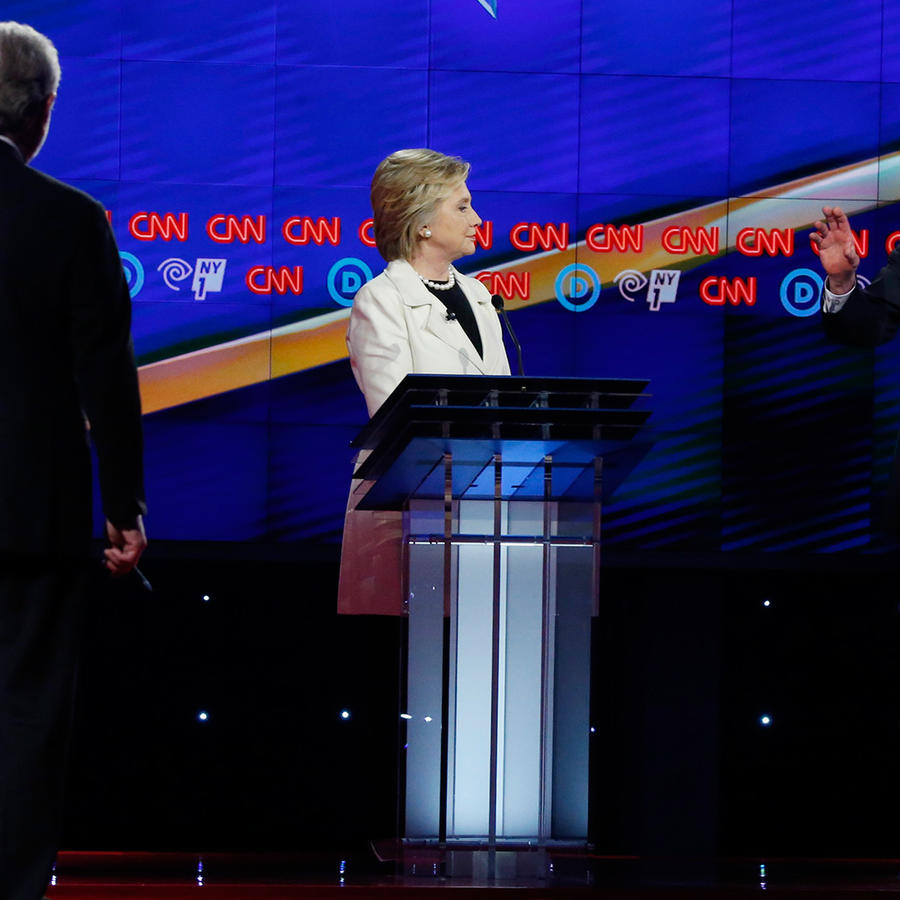 Los candidatos demócratas Hillary Clinton y Bernie Sanders debaten en New York antes de las primarias del 19 de Abril del 2016