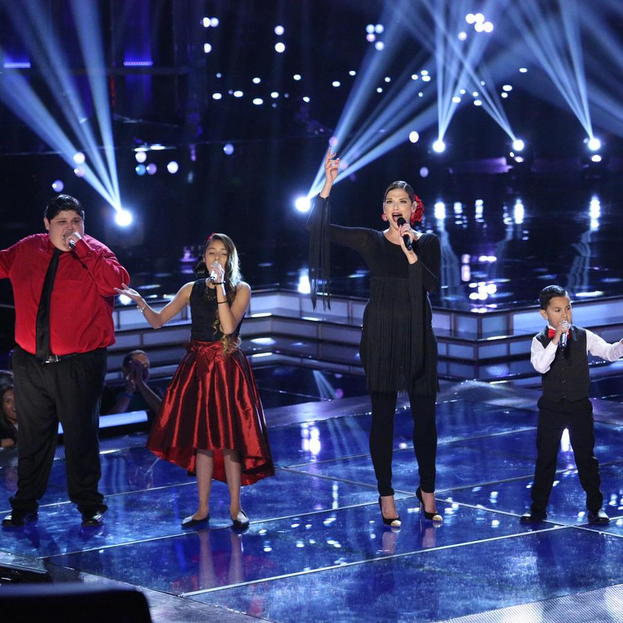 Natalia Jiménez cantando con su team natalia en la semifinal de La Voz Kids