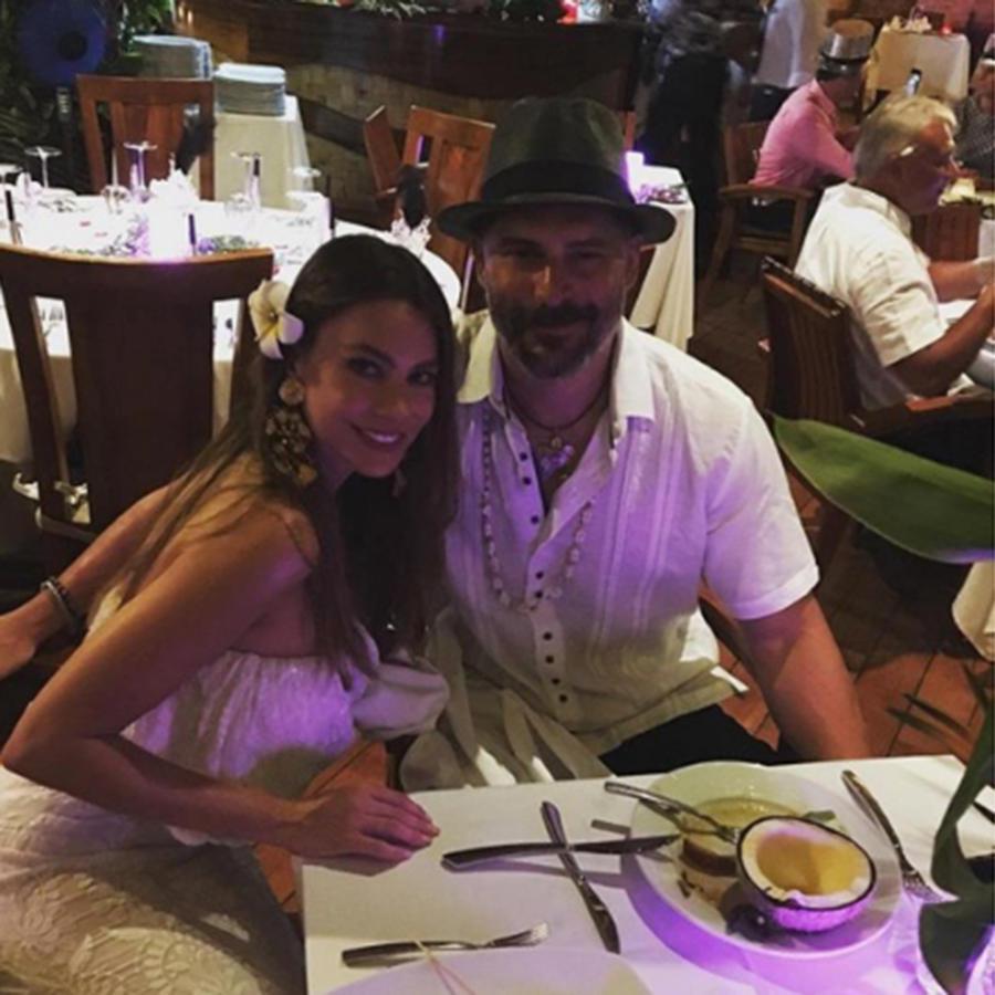 Sofía Vergara y Joe Manganiello desayunando en Bora Bora.