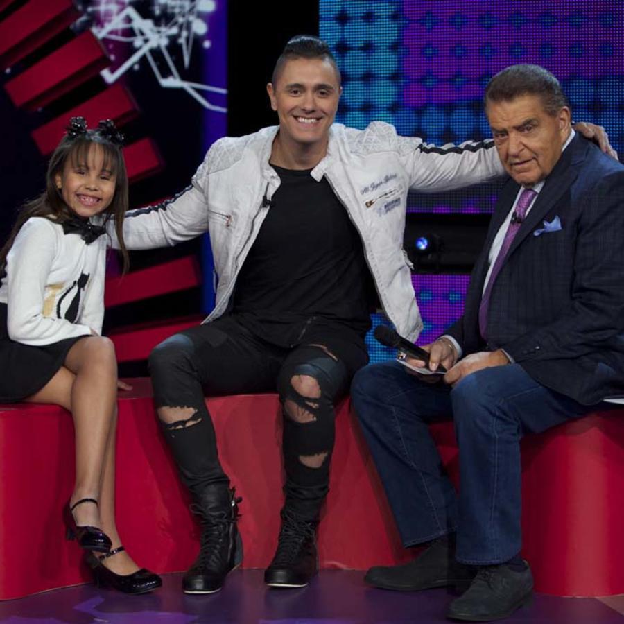 Valerie García entrevistando a Joey Montana